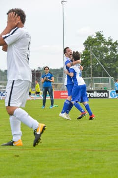 Freud und Leid im Spiel des FC St.Gallen gegen die Furiosi (blau). (Bild: Donato Caspari)