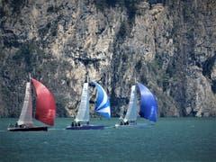 Volle Kraft voraus! Hoffentlich bleibt für diese Teilnehmer der Wind nicht aus. (Bild: Margrith Imhof-Röthlin, Isleten, 23. Mai 2019)