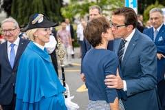 Ein Kuss für die Partnerin: Josef Wyss bei seiner Feier.