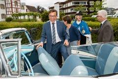 Noch vor der Feier: Kantonsratspräsident Josef Wyss (CVP) steigt in einen Oldtimer.