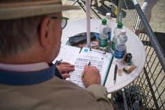 Ein Preisrichter bei der Arbeit. (Bild: Roger Grütter, Altishofen, 2. Juni 2019)