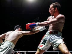 Ricardo Silva (rechts) verteidigte am Samstagabend den Schweizer Meistertitel im Weltergewicht gegen Andranik Hakobyan erfolgreich (Bild: KEYSTONE/PETER KLAUNZER)
