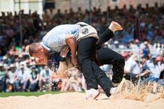 Joel Wicki gegen Pirmin Reichmuth beim 4. Gang. (Bild: Eveline Beerkircher, Willisau, 2. Juni 2019)