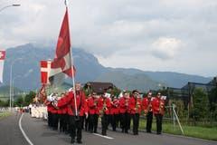 Die Fronleichnamsprozession zieht von Stans Richtung Landsgemeindering Wil. (Bild: Sepp Odermatt, Oberdorf, 20. Juni 2019)