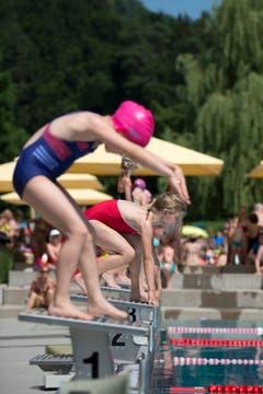 Voller Konzentration und in geübter Manier machten sich die Schülerinnen und Schüler für ihren Wettkampf bereit. (Bilder: Maria Schmid, Baar, 26. Juni 2019)