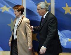 2. Februar 2015, Brüssel: EU-Kommissionspräsident Jean-Claude Juncker heisst Bundespräsidentin Simonetta Sommaruga im Hauptquartier in Brüssel willkommen. (Bild: Epa/Olivier Hoslet)