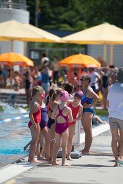 Doch auch vor und nach den Schwimmwettkämpfen gab es einiges zu bereden. (Bilder: Maria Schmid, Baar, 26. Juni 2019)