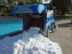 Zusätzliche Erfrischung aus der benachbarten Eishalle gab es am Mittwoch im Churer Freibad. (Bild: www.sportanlagenchur.ch/sommer)