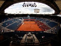Gespielt wird im Hamburger Stadion am Rothenbaum, wo sich sonst - ebenfalls auf Sand - in der zweiten Juli-Hälfte die Tennisprofis duellieren. Es ist das zwölfte Mal seit der Erstaustragung 1997 in Los Angeles, dass im Beachvolleyball WM-Medaillen vergeben werden (Bild: KEYSTONE/AP dapd/Philipp Guelland)