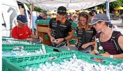 Jeder Teilnehmer kann sich mit Bons an den Verpfelgungsständen mit Salben, Kraftdrinks und Verpflegung für die kommenden Tage eindecken.