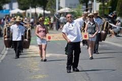 Impressionen vom Festumzug - die Trychlerfründä March. (Bild: Boris Bürgisser)