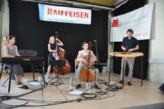 Unterhaltung durch Christoph Pfändler und seiner Metal Kapelle. (Bild: Sabine Camedda)