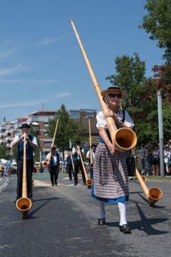 Impressionen vom Festumzug - die Alphornvereinigung Pilatus-Kriens. (Bild: Boris Bürgisser)