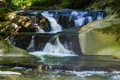 Ein namenloser Wasserfall im Rotbach bei Teufen. (Bild: Franz Häusler)