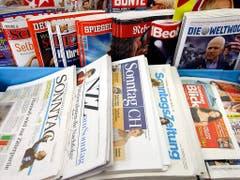 Das Angebot für Sonntagszeitungen an Schweizer Kiosken lichtet sich immer mehr. (Bild: KEYSTONE/URS FLUEELER)