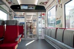 Ein Abteil, das mit Wimmelbildern gestaltet ist, steht Familien zur Verfügung. Die Bilder hat der Luzerner Illustrator Konrad Beck gezeichnet.