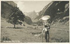 Transport eines Chäschessis auf die Alp. (Bild: Foto Gross, St.Gallen/Landesarchiv AI)