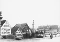 Der frühere Brunnen am Landsgemeindeplatz in Appenzell, um 1900. (Bild: Landesarchiv AI)