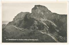 Blick auf einen Holztransport für den Umbau des Berggasthauses Stauberen, aufgenommen um 1930. (Bild: Foto Gross, St.Gallen/Landesarchiv AI)