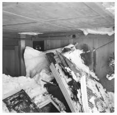Zerstörungen im Berggasthaus Seealpsee durch eine Lawine im Winter 1953/54. (Bild: Landesarchiv AI)