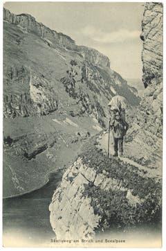 Der Schrennenweg zur Meglisalp mit einem ins Bild retouchierten Säntis-Träger. (Bild. Landesarchiv AI)