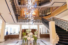 Das historische Treppenhaus in der Lobby ist erhalten geblieben. (Bild: Ralph Ribi)