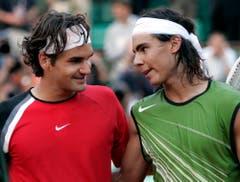 2005: Halbfinal Roland Garros: Nadal s. Federer 6:3, 4:6, 6:4, 6:3Rafael Nadal reist kurz vor seinem 19. Geburtstag mit der Referenz von fünf Turniersiegen auf Sand (darunter in Monte Carlo, Barcelona und Rom) als Favorit nach Paris, wo er erstmals überhaupt antritt. Federer ist die Nummer 1 der Welt, Titelhalter in Australien, Wimbledon und New York. Nur der Erfolg an der Porte d'Auteil fehlt ihm noch zum Karriere-Grand-Slam. Federer verliert mit 3:6, 6:4, 4:6, 3:6.