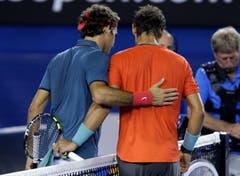 2014: Halbfinal Australian Open: Nadal s. Federer 7:6(4), 6:3, 6:3Erst zum zweiten Mal nach dem French-Open-Final 2008 verliert Federer gegen Nadal ein Spiel auf Grand-Slam-Stufe ohne Satzgewinn. «Rafa war stark, wie so oft gegen mich», hadert der Baselbieter danach. «Gegen ihn fühle ich mich am unwohlsten, weil ich mein Spiel komplett umstellen muss.» Federer verpasst damit auch eine historische Chance auf einen rein schweizerischen Final eines Grand-Slam-Turniers gegen Stan Wawrinka. «Dies werde ich noch lange Zeit bedauern.» Wawrinka hatte zuvor alle zwölf Spiele gegen Nadal verloren und keinen einzigen Satz gewonnen, setzt sich im Final aber gegen Nadal durch und gewinnt seinen ersten Grand-Slam-Titel.