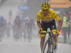 Julian Alaphilippe gibt auf dem letzten Kilometer alles - am Ende fehlen ihm 6 Sekunden zur Verteidigung des Maillot jaune (Bild: KEYSTONE/EPA L'EQUIPE POOL/BERNARD PAPON / POOL)