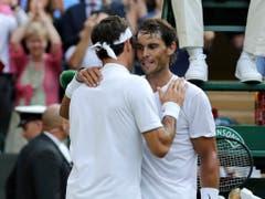 Für einmal war wieder Federer der bessere: Der Schweizer gewann 16 von 40 Partien gegen Nadal (Bild: KEYSTONE/AP/BEN CURTIS)