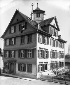 Und gleich nochmals das Alte Bürgli, diesmal das Sommerhaus. Auch es wurde 1915 für den Neubau des Historischen Museums abgebrochen.