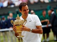 Wimbledon 2017: Federer s. Cilic 6:3, 6:1, 6:4Nach seinem Triumph bei den Australian Open und Turniersiegen in Indian Wells und Miami lässt Federer die Sandsaison komplett aus. Als er zurückkehrt,gewinnt er erst in Halle und triumphiert danach zum achten Mal in Wimbledon, aber das erste Mal, ohne ein Satz abzugeben. Bei den Männern ist er nun alleiniger Rekordsieger im Einzel. «Als ich 2001 Pete Sampras geschlagen habe, hatte ich gehofft, dass ich vielleicht irgendeinmal die Chance haben würde, im Final zu stehen, oder sogar das Turnier zu gewinnen. Aber acht Mal? Das schien unmöglich», sagt Federer.