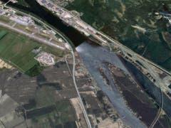 Nach zwei Kilometern abgestürzt: Oben links das Flughafengelände von Umeå, vorne rechts die Insel Storsandskär, auf welche das Kleinflugzeug abstürzte. (Bild: Screenshot Google Maps)