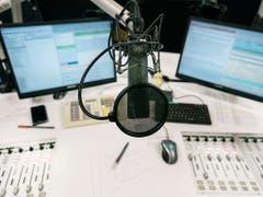 Radioprogramme werden möglicherweise früher als geplant ausschliesslich nur noch über die digitale DAB+-Technik verbreitet. (Bild: KEYSTONE/CHRISTIAN BEUTLER)