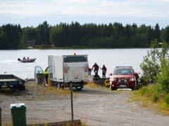 Alle neun Menschen an Bord des Kleinflugzeugs kamen ums Leben: Rettungskräfte an der Absturzstelle in Schweden. (Bild: KEYSTONE/AP TT News Agency/SAMUEL PETTERSSON)