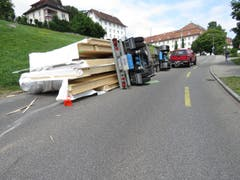 Lastwagen umgekippt Muri (Bild: Kapo AG)
