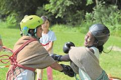 Mit einer Runde Boxen bereiten sich die Kinder der Jungschar Markuskirche Luzern auf ihren «Kampf gegen die Indianer» vor. (Lagerbild: Jungschar Markuskirche Luzern, Uerzlikon, 16. Juli 2019)