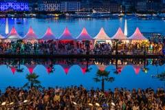 Schönes Farbenspiel am Eröffnungsabend des diesjährigen Blue-Balls-Festivals. (Bild: Roman Beer, Luzern, 19. Juli 2019)