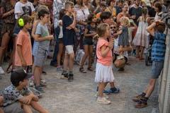 Auch die jüngsten Zuschauer geniessen das Konzert – jedenfalls die meisten. (Bild: Nadia Schärli, 20. Juli 2019)