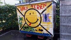 Juhui Ferien! Abfallcontainer einer Schule in Arbon. (Bild: Doris Sieber)