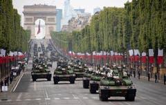 Panzer des Typs Leclerc rollen am 14. Juli, dem Nationalfeiertag, über die Prachtstrasse. (Bild: Getty Images)