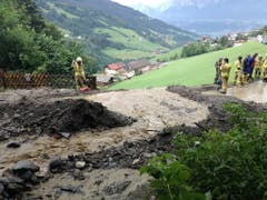 Heftige Gewitter gingen am Samstag in weiten Teilen Tirols nieder. Im Bild: eine Schlammlawine in Weerberg. (Bild: KEYSTONE/APA/APA/ZOOM.TIROL)