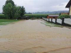 In Österreich führten starke Gewitter in der Umgebung von Graz, in der Steiermark, zu Überflutungen. (Bild: KEYSTONE/APA/BFV. GRAZ-UMGEBUNG/CHRISTOPH JARITZ)