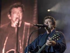 Der französische Sänger Patrick Bruel begeisterte am Sonntagabend mit seinem Auftritt am Paléo-Festival die Massen. (Bild: KEYSTONE/EPA KEYSTONE/MARTIAL TREZZINI)