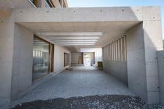 Berg SG - Baustellenrundgang im Schulhaus Brühl das bis Herbst erweiterter und saniert wird.