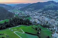 Blick über die Iburg und Wattwil nach Lichtensteig. (Bild: Renato Maciariello)