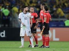 Messi und seine Teamkollegen waren unzufrieden mit der Leistung der ecuadorianischen Schiedsrichter (Bild: KEYSTONE/EPA EFE/FERNANDO BIZERRA)