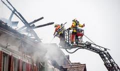 Steckborn TG - Beim Grossbrand in der Altstadt von Steckborn vom 21. Dezember 2015 wurden sechs Gebäude zerstört. Die Feuerwehren von Steckborn, Frauenfeld, Kreuzlingen und Weinfelden waren vor Ort.