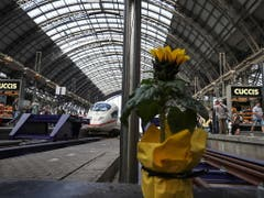 Der Tatort im Hauptbahnhof Frankfurt: Hier ist am Montag ein Achtjähriger ums Leben gekommen, nachdem ihn ein Mann vor den einfahrenden ICE gestossen hatte. (Bild: KEYSTONE/EPA/ARMANDO BABANI)