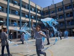 Eine Mädchenschule der UNWRA im Gazastreifen. Ein interner Bericht richtet schwere Vorwürfe an Mitarbeiter des Uno-Hilfswerks für Palästinenser. (Archivblid) (Bild: KEYSTONE/AP/ADEL HANA)